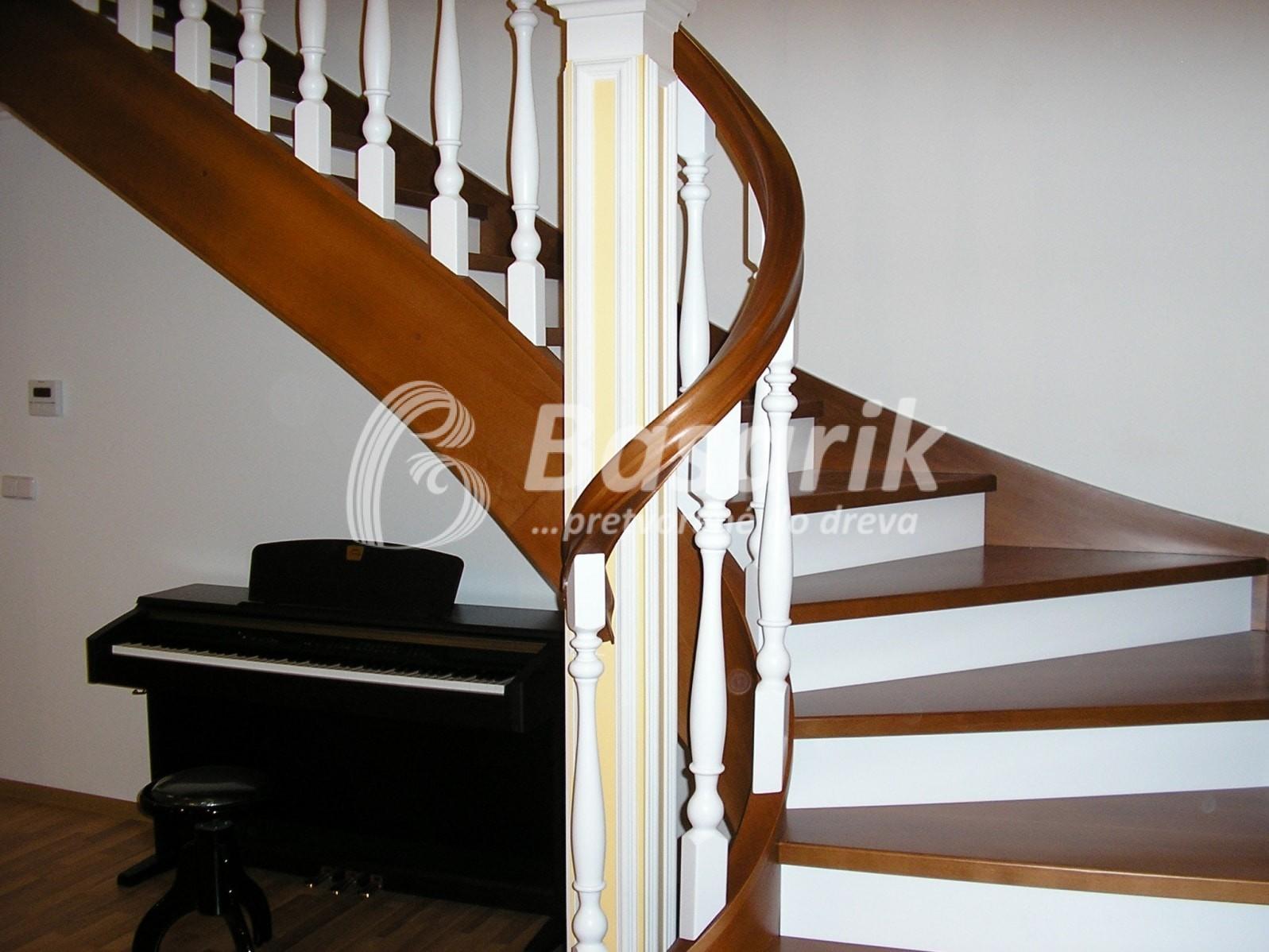 schodisko drevené samonosné