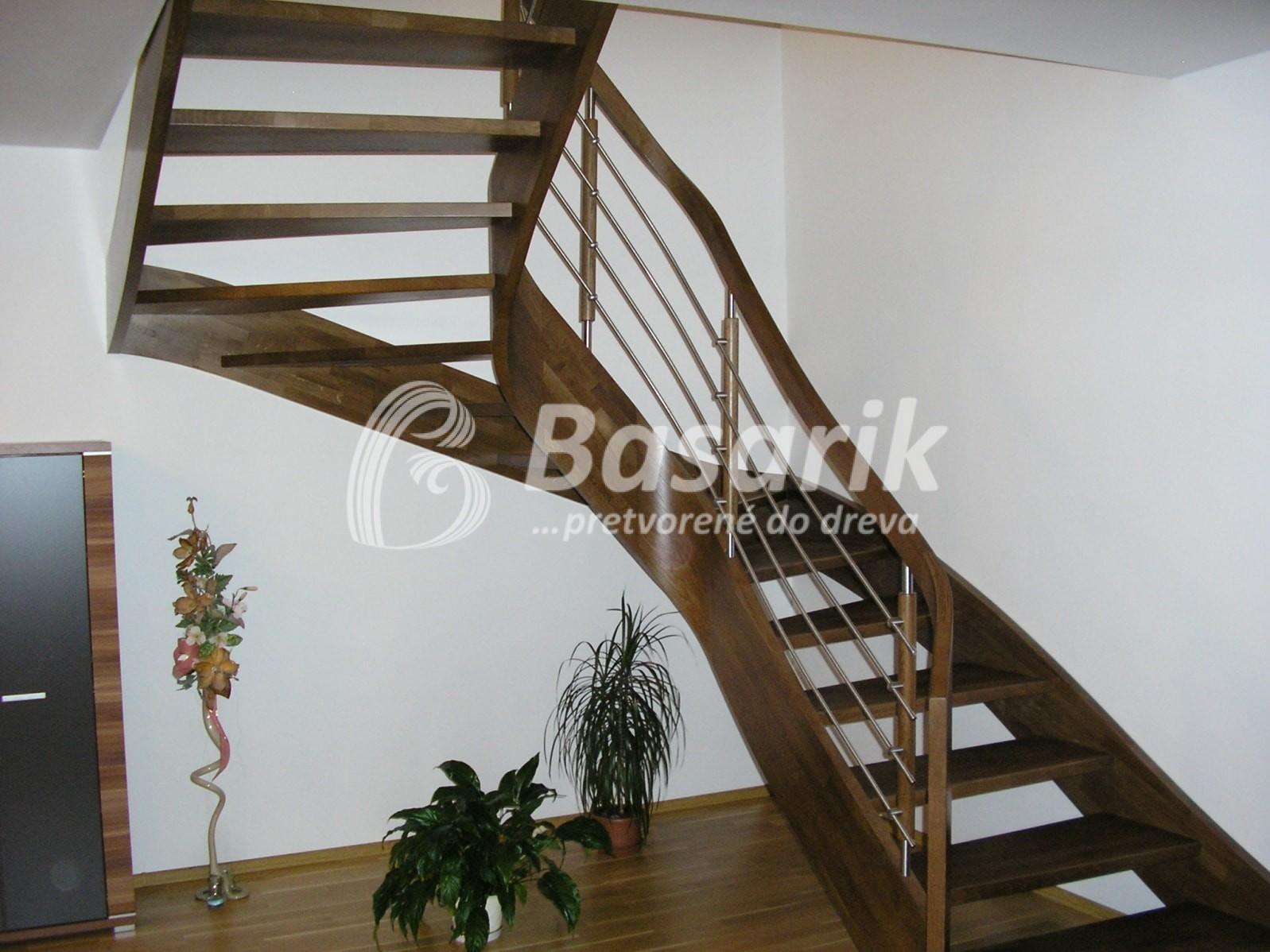 masívne samonosné schody