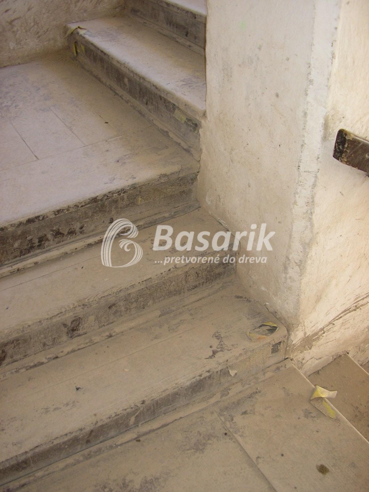 schody pred renováciou