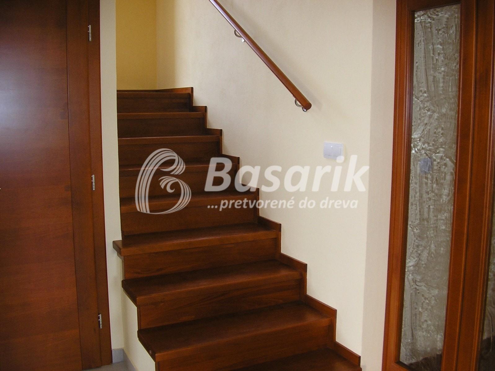 schody obklad drevom