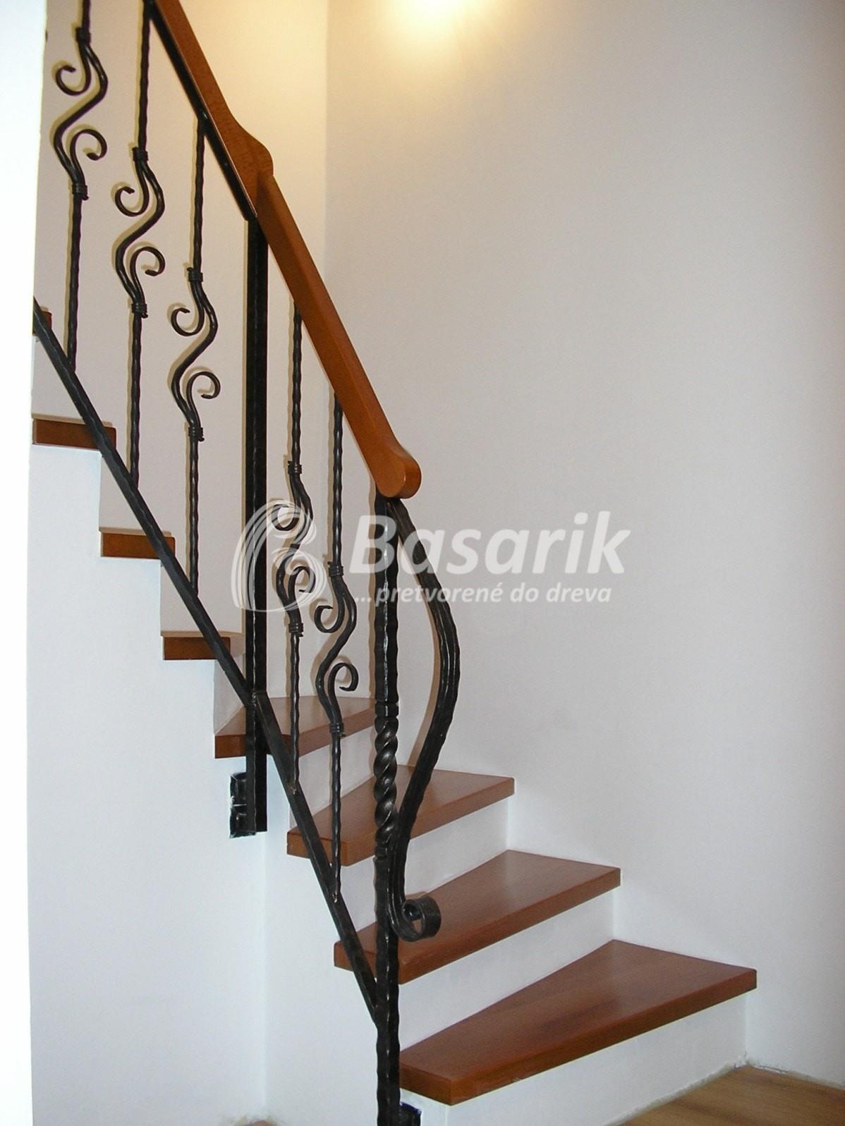obloženie schodov drevené stupne