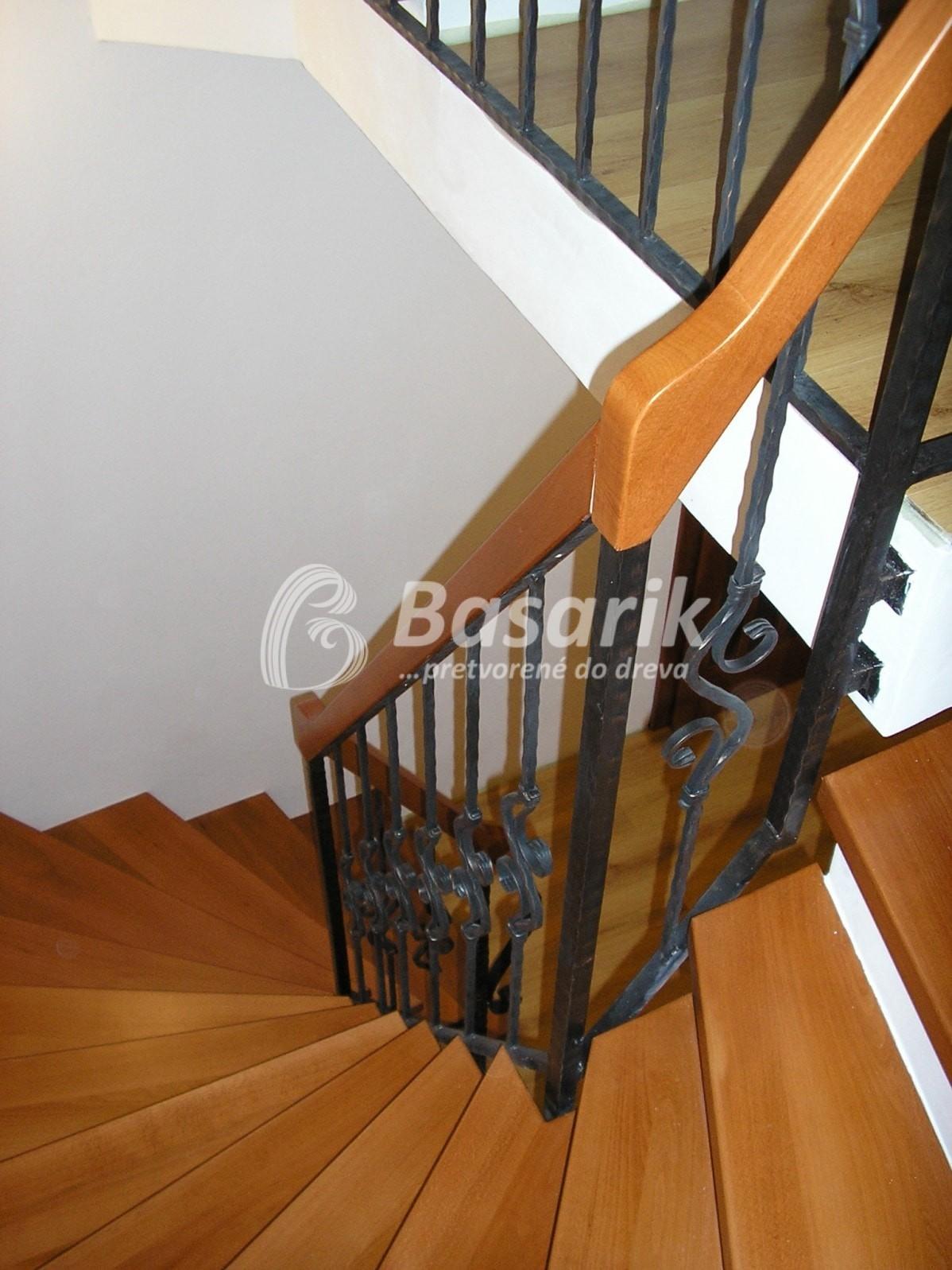 schody drevené stupne